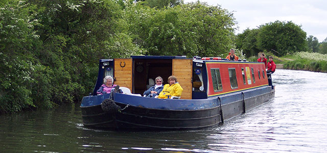 Stort Challenger- Canal Boat for Holidays and Day Trips